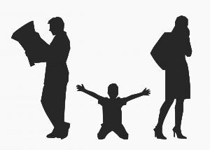 ילד קרוע בין שני ההורים